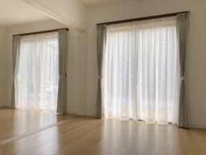 新築のお家にカーテンレールからお取り付け!
